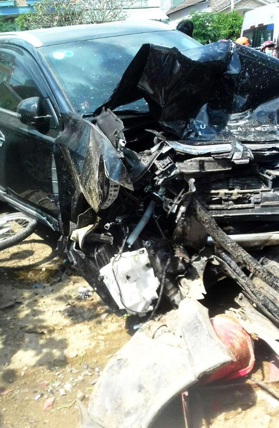 Truy tìm hành khách trong vụ tai nạn nghiêm trọng khiến 3 người chết - Ảnh 1.