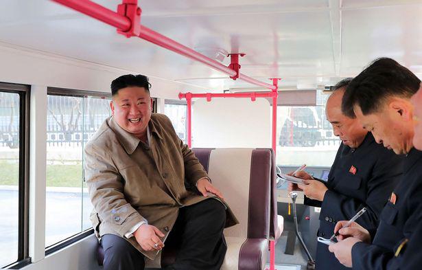 Tàu ngầm phóng tên lửa mới của Triều Tiên chuẩn bị hoàn thành? - Ảnh 1.