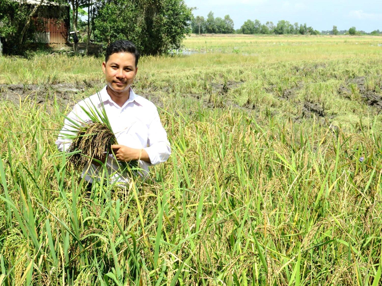 """Long An: Ông nông dân đưa loại lúa tím lịm này về """"rốn phèn"""", nông dân cầm chắc lợi nhuận hàng chục triệu mỗi ha - Ảnh 2."""
