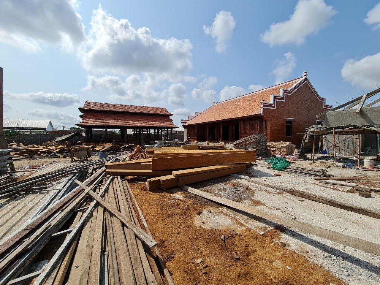 Sóc Trăng: Xử phạt đại gia xứ biển xây dựng nhà không phép - Ảnh 1.
