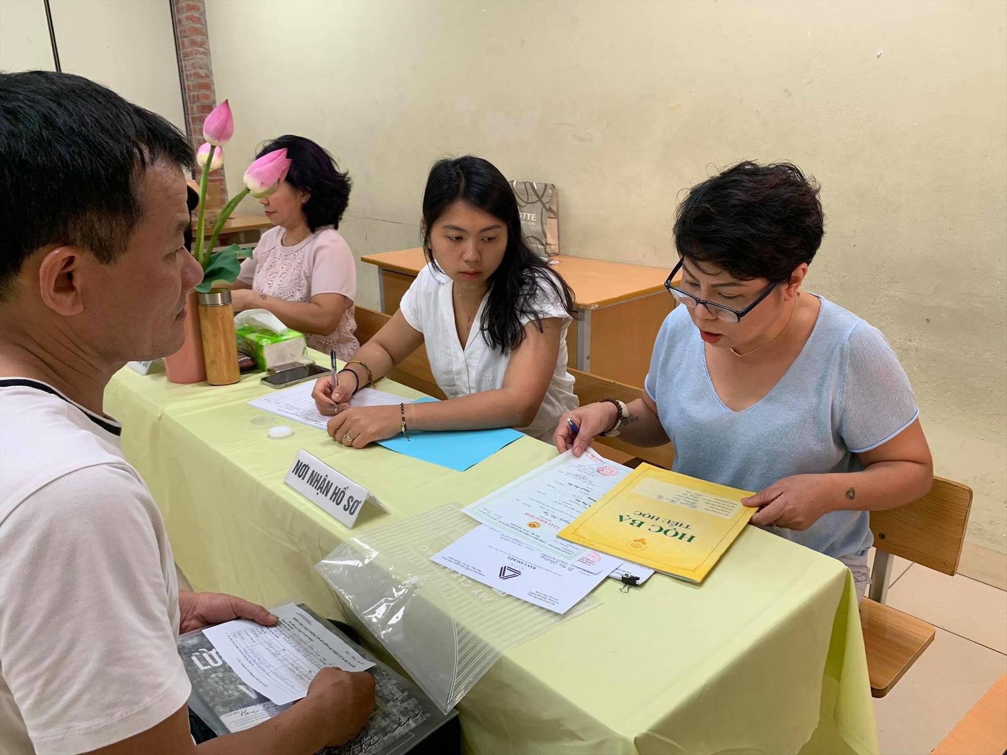 Khuyến khích tuyển sinh trực tuyến vào lớp 1, lớp 6 tại Hà Nội - Ảnh 1.