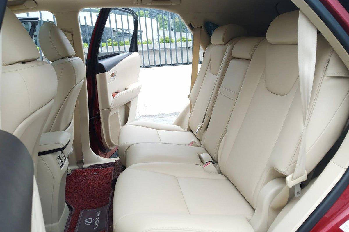 Hàng ghế thứ 2 trên xe Lexus RX 450h 2010 1