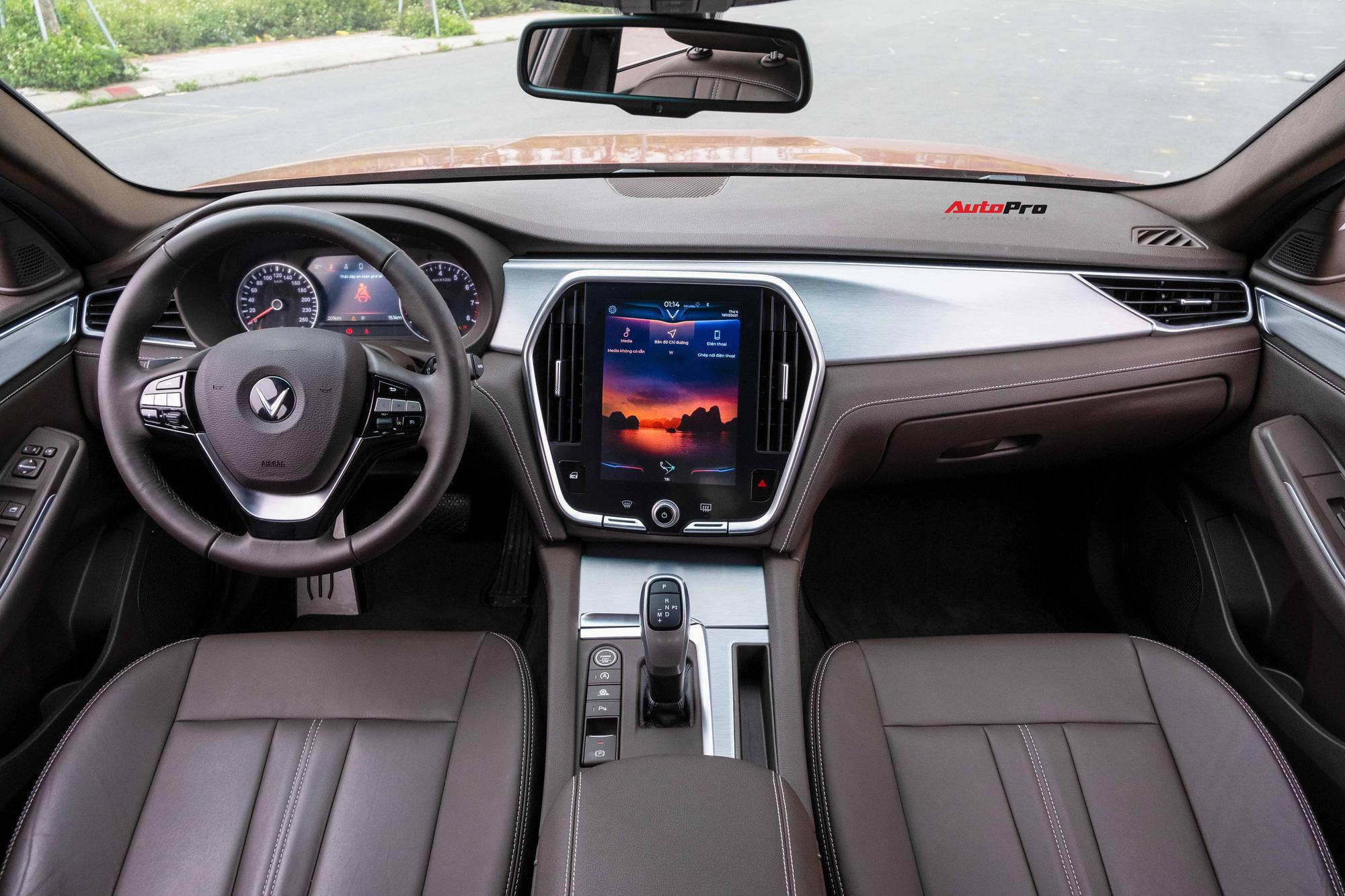 Vừa mua VinFast Lux A2.0 bản full , chủ xe chưa đi đăng kí đã bán với giá rẻ hơn Toyota Camry - Ảnh 4.