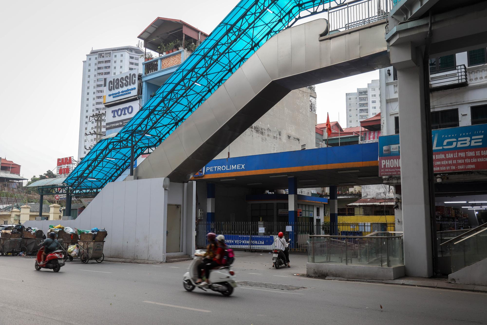 """Đóng cửa cây xăng """"đe dọa"""" an toàn đường sắt Cát Linh - Hà Đông - Ảnh 1."""