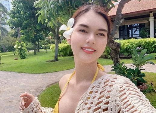 Yêu trai trẻ SHB Đà Nẵng, Ngọc Trinh bị móc lại loạt ảnh khỏa thân khó cưỡng - Ảnh 11.