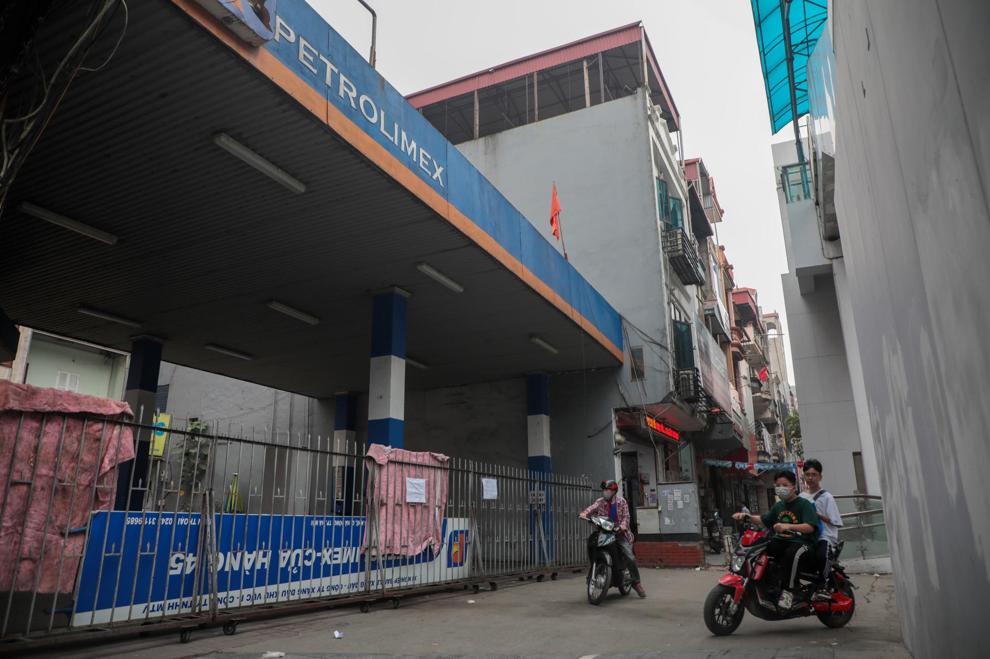 """Đóng cửa cây xăng """"đe dọa"""" an toàn đường sắt Cát Linh - Hà Đông - Ảnh 4."""
