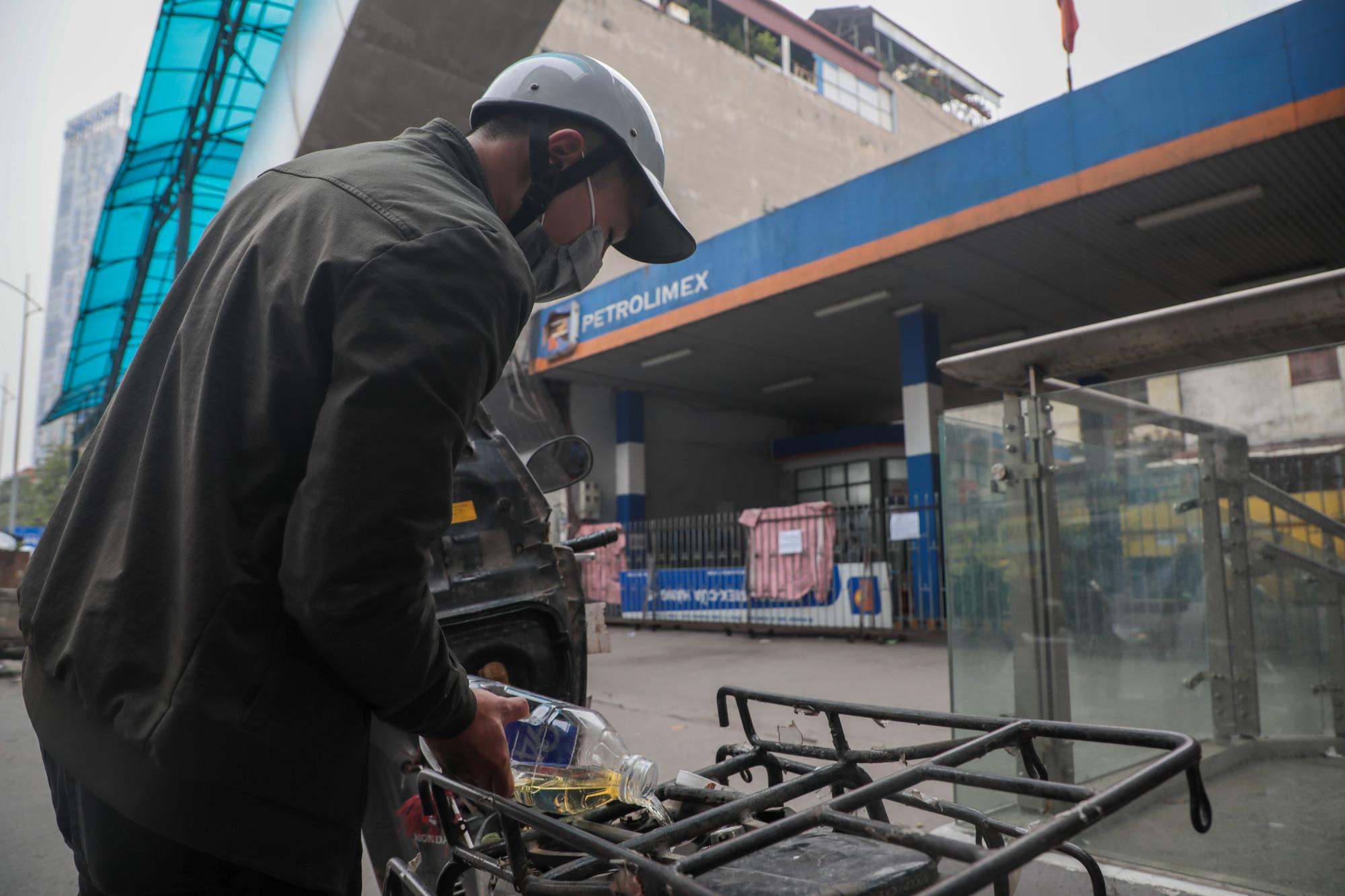 """Đóng cửa cây xăng """"đe dọa"""" an toàn đường sắt Cát Linh - Hà Đông - Ảnh 9."""
