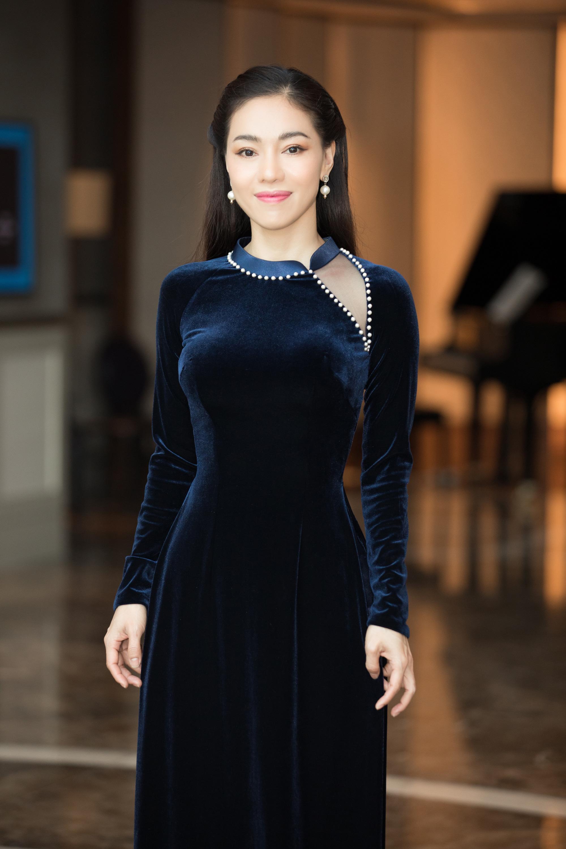 4 Hoa hậu quyến rũ hút mắt nhờ váy xẻ cao, khoét lưng táo tạo: Lương Thùy Linh, Đỗ Thị Hà... - Ảnh 11.