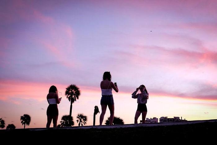 """Mỹ: Các bãi biển Florida lại quá tải du khách và """"những kẻ phá đám mùa Xuân"""" - Ảnh 4."""