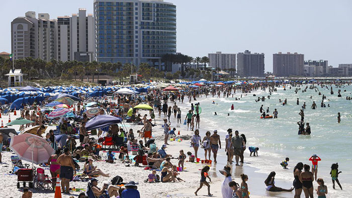 """Mỹ: Các bãi biển Florida lại quá tải du khách và """"những kẻ phá đám mùa Xuân"""" - Ảnh 5."""