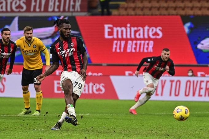 AC Milan hụt hơi trong cuộc đua Scudetto, HLV Pioli vẫn nói cứng - Ảnh 1.