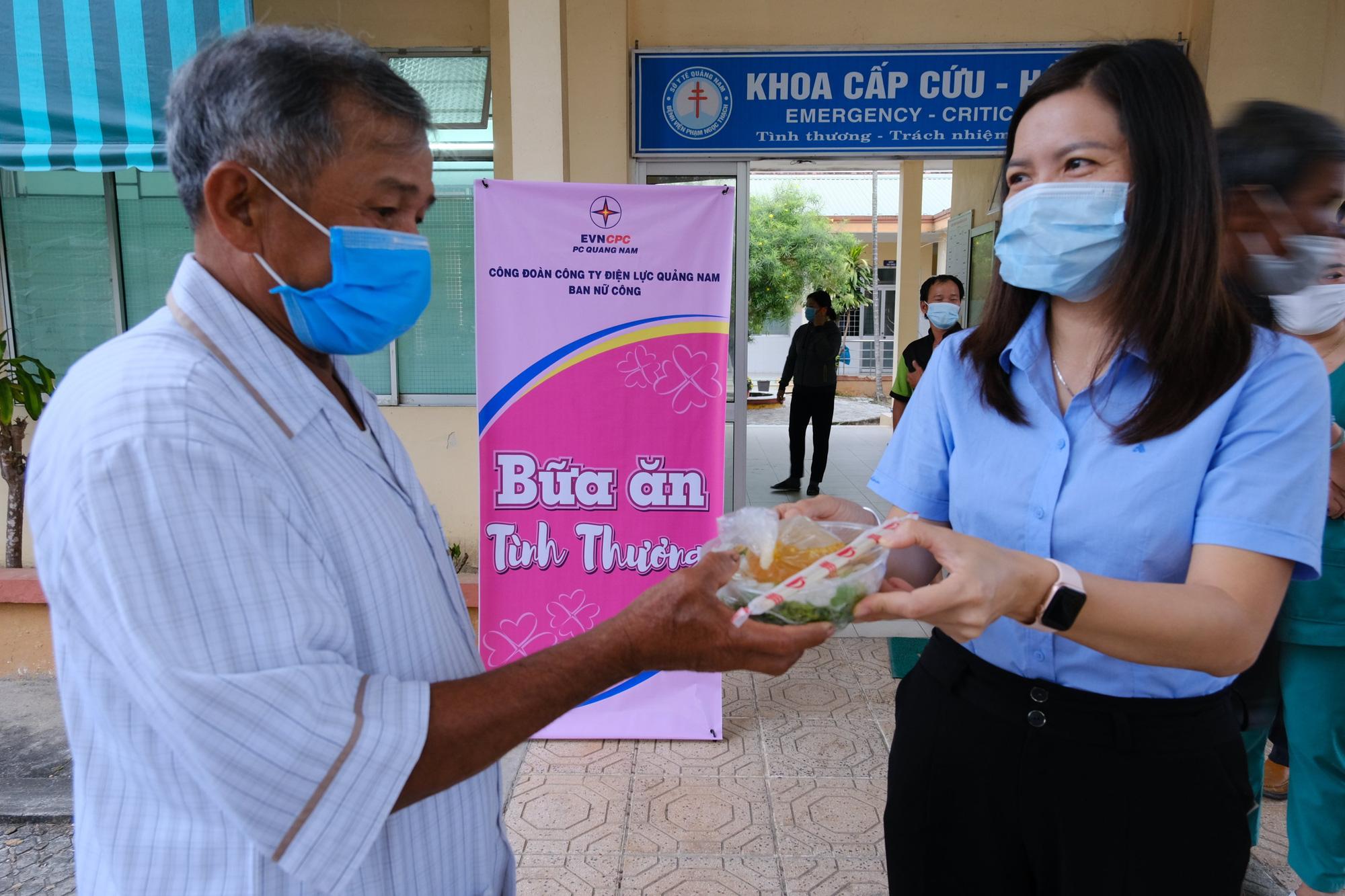 Quảng Nam: Công ty Điện lực trao 250 suất ăn cho bệnh nhân nghèo nhân ngày kỷ niệm phụ nữ 8/3 - Ảnh 3.