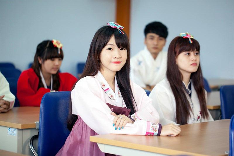 Thực hư tiếng Hàn, tiếng Đức trở thành môn học 'bắt buộc' từ lớp 3 đến 12 trong năm học tới? - Ảnh 1.
