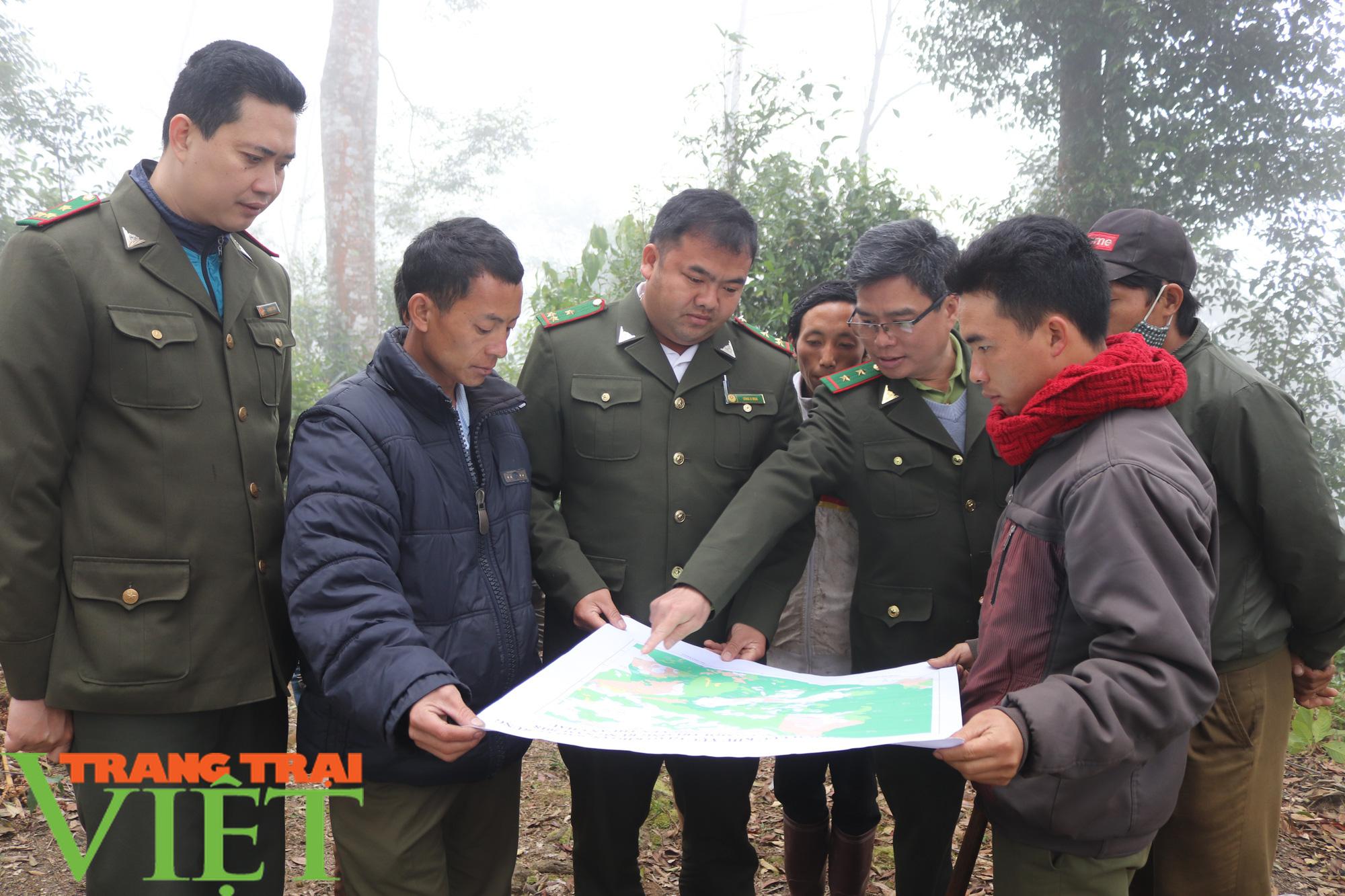 Ban Quản lý rừng đặc dụng – phòng hộ Thuận Châu: Chủ động PCCCR mùa hanh khô - Ảnh 3.