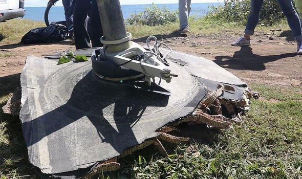 Bí ẩn MH370: Các mảnh vỡ tiết lộ sự thật đau lòng này - Ảnh 3.