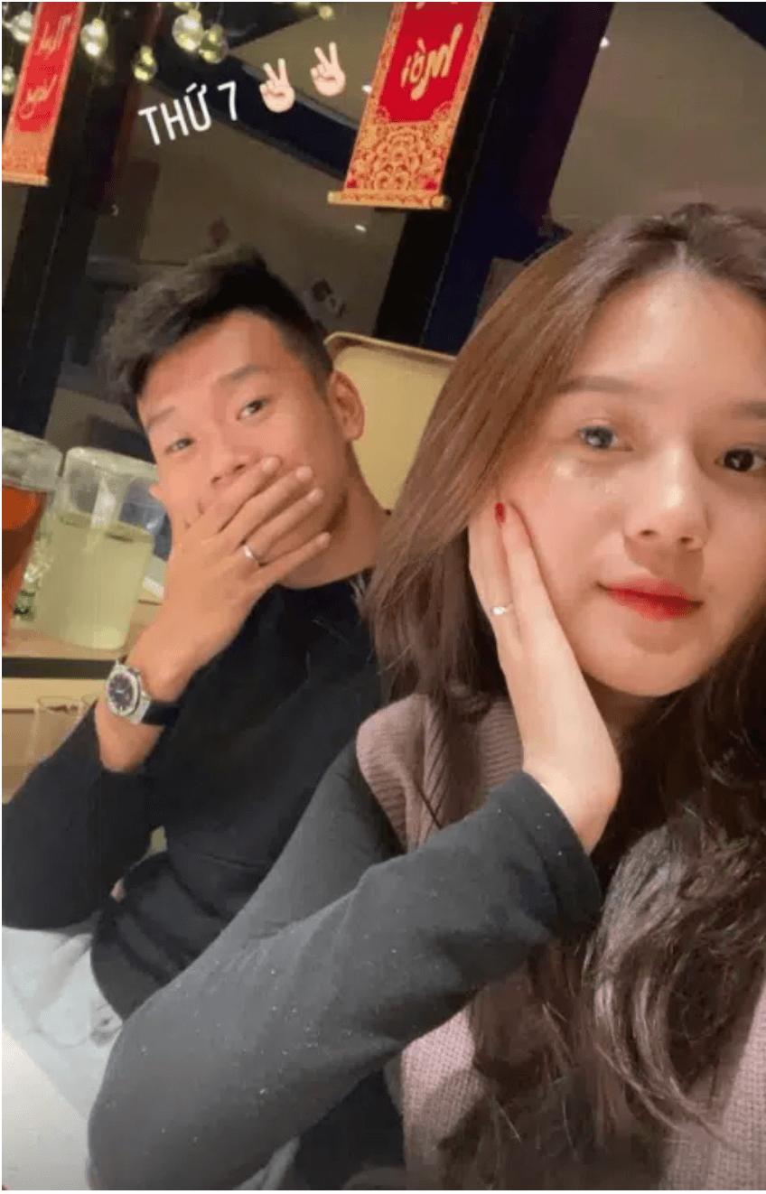Bạn gái hậu vệ Thành Chung: Xinh đẹp, kín tiếng và đảm đang - Ảnh 10.