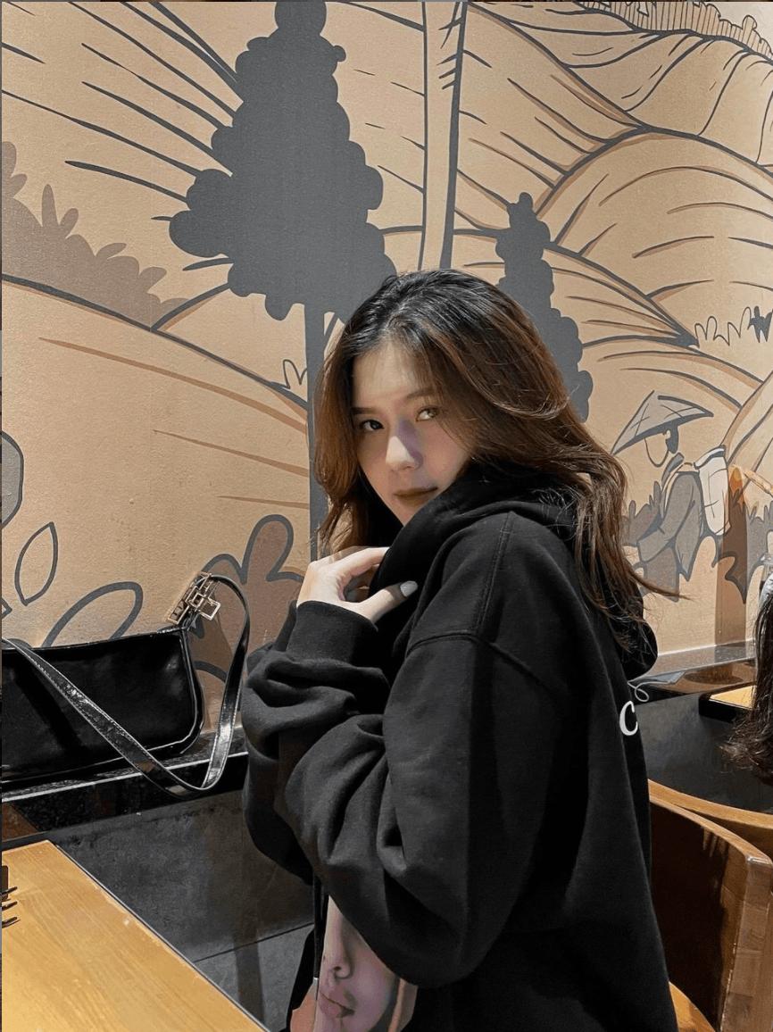 Bạn gái hậu vệ Thành Chung: Xinh đẹp, kín tiếng và đảm đang - Ảnh 7.