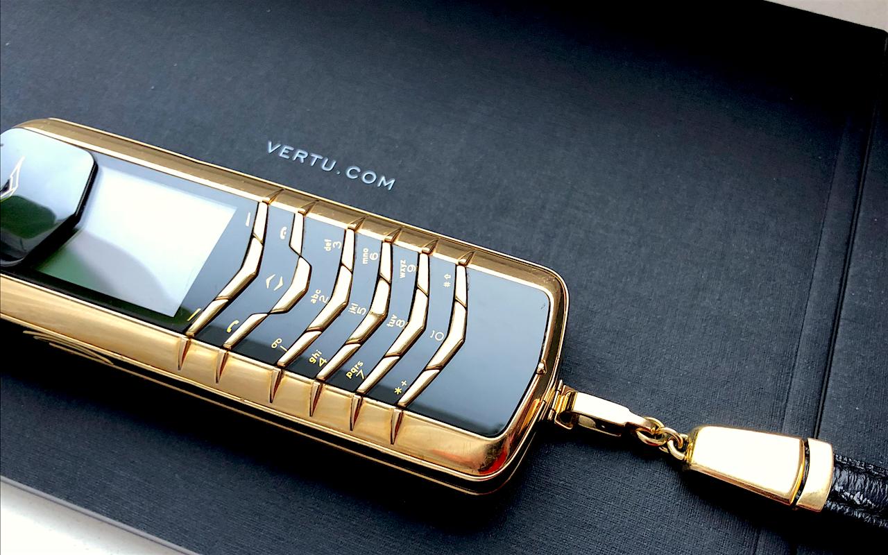 """Điện thoại Vertu tiền tỉ sắp trở thành """"cục gạch"""" vì điều này - Ảnh 1."""