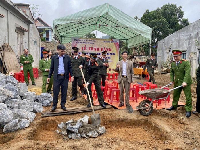 Công an Quảng Bình hỗ trợ gần 250 triệu xây dựng 3 nhà tình nghĩa - Ảnh 5.