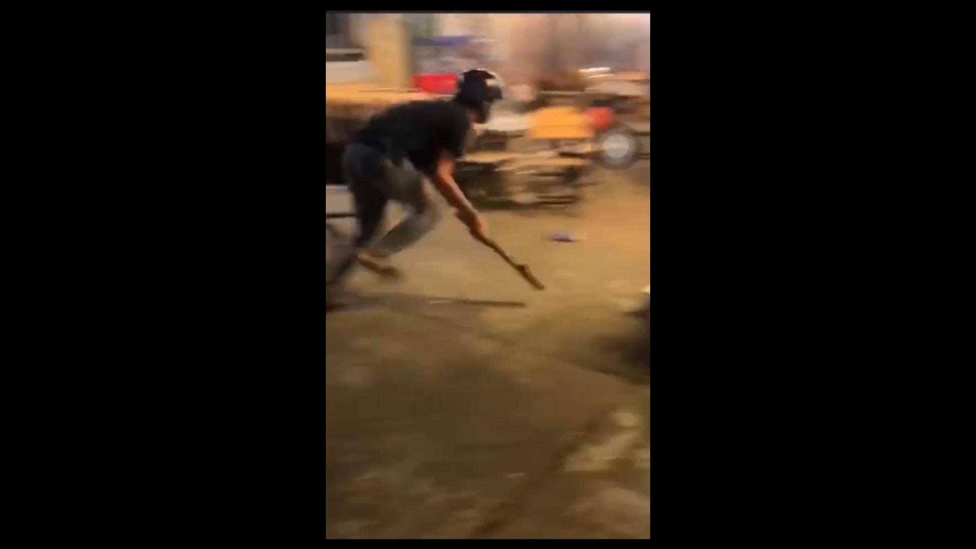 Đắk Lắk: Hai nhóm học sinh đánh nhau náo loạn trên đường phố - Ảnh 3.