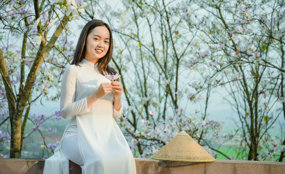 Điện Biên: Rực rỡ sắc hoa ban nở trắng núi rừng - Ảnh 3.