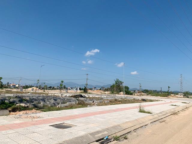 Quảng Ngãi: Huyện ra tối hậu thư cho hộ chây ì giao đất dự án kè bắc Trà Bồng  - Ảnh 4.