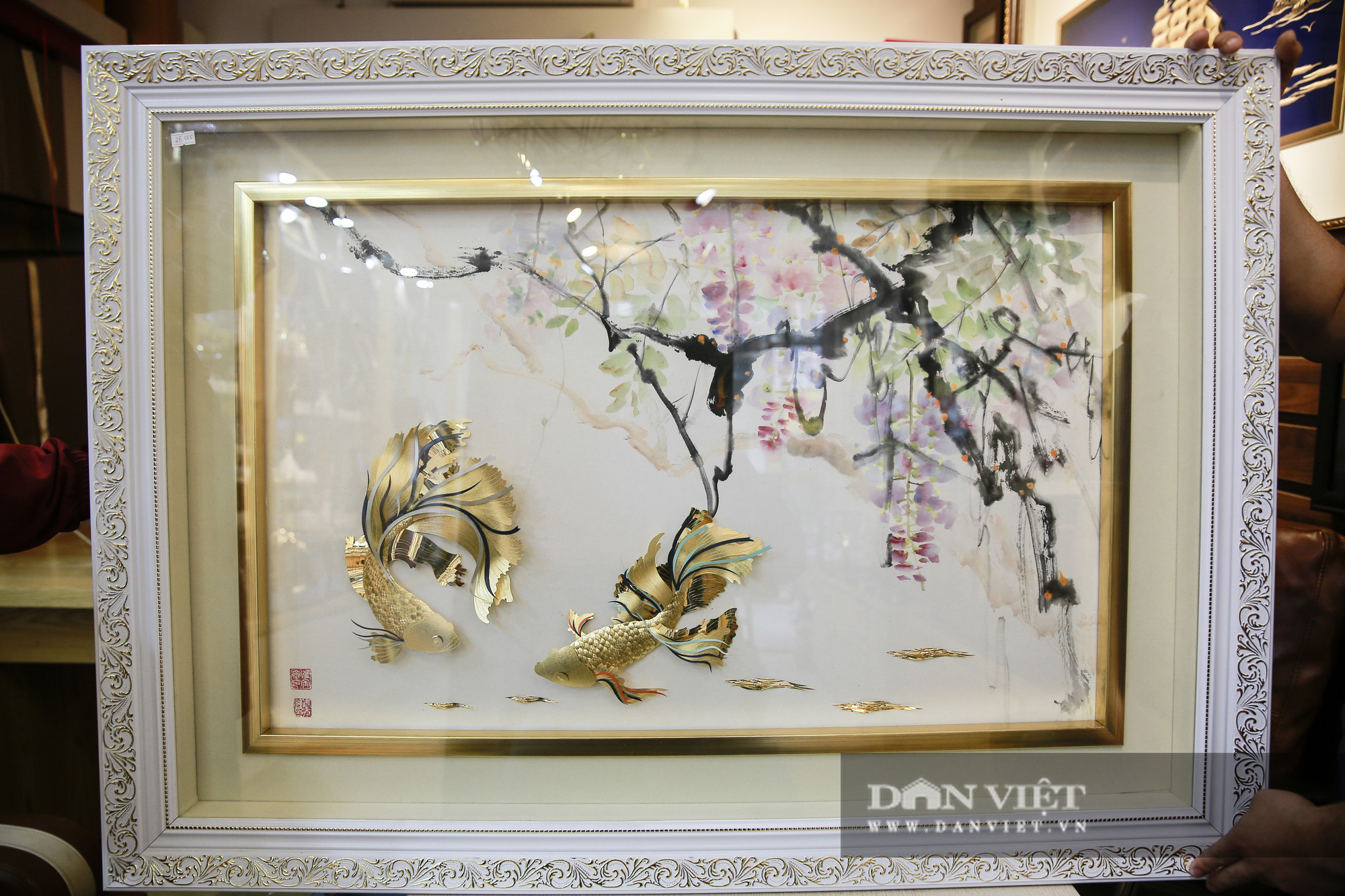 Thị trường quà tặng 8/3: Hoa, tranh, khuy cài áo mạ vàng cực đắt lên ngôi - Ảnh 11.
