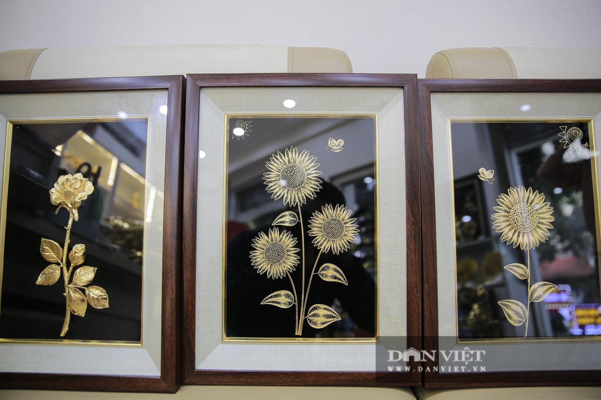 Thị trường quà tặng 8/3: Hoa, tranh, khuy cài áo mạ vàng cực đắt lên ngôi - Ảnh 7.