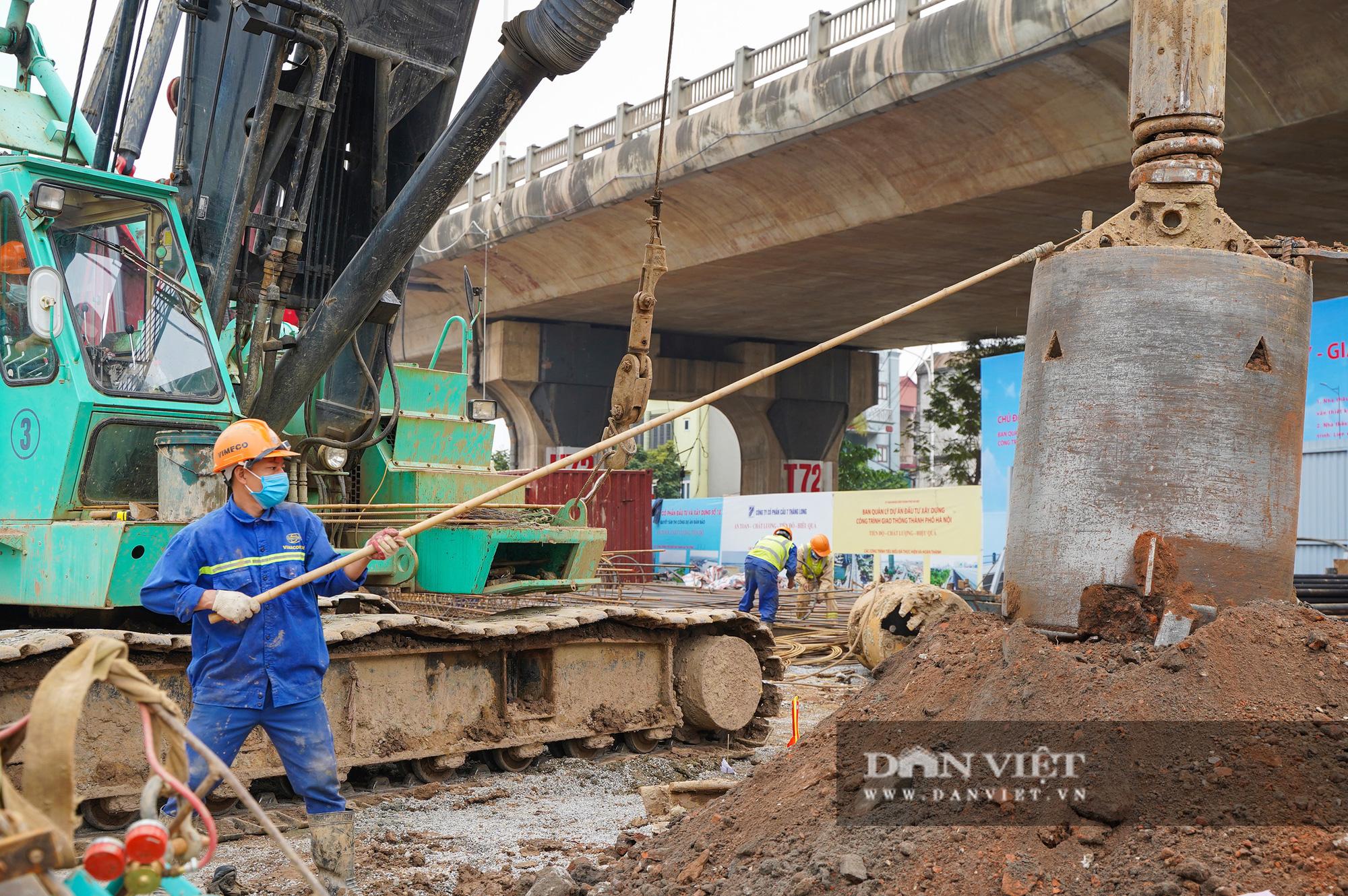 Cầu vượt sông Hồng hơn 2.500 tỷ gấp rút thi công sau kỳ nghỉ Tết - Ảnh 6.