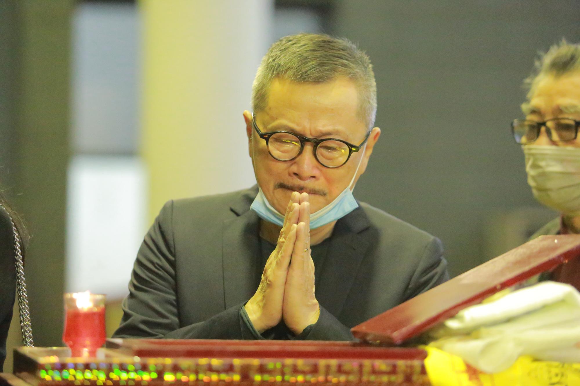 Nhiều nghệ sỹ rơi nước mắt khi đến đưa tiễn NSND Trần Hạnh - Ảnh 11.