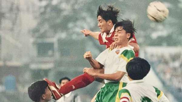 Tay chơi một thời Nguyễn Mạnh Dũng: Sau trận đấu là đi vũ trường - Ảnh 1.