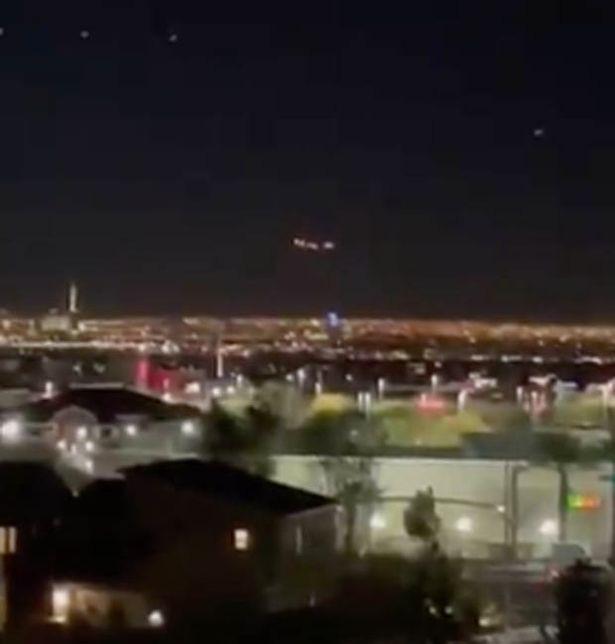 """Phát hiện """"UFO khổng lồ"""" bay lơ lửng trên bầu trời Las Vegas - Ảnh 2."""