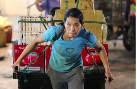 Phút chạnh lòng của những nữ lao động di cư cận ngày 8/3 - Ảnh 2.