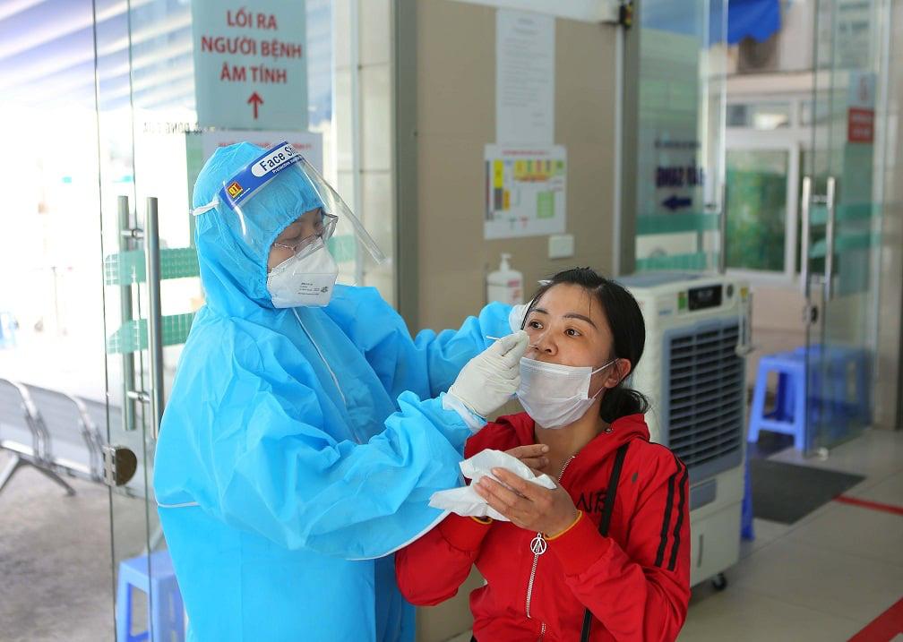Bộ Y tế yêu cầu Bệnh viện Bạch Mai tạm thời không tăng giá dịch vụ y tế  - Ảnh 3.