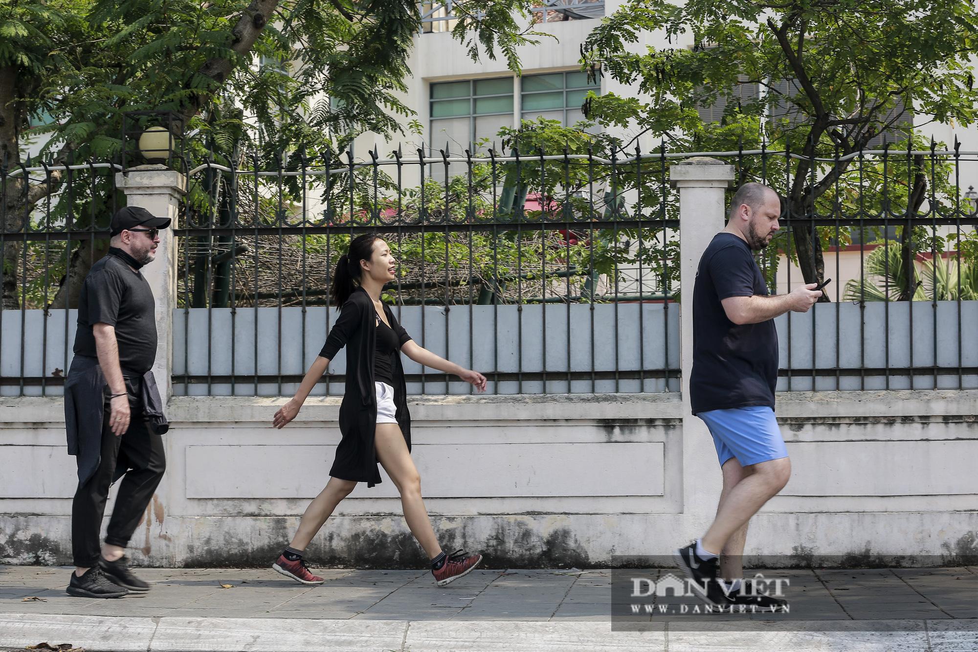 Người nước ngoài cẩn trọng hơn sau nhiều vụ quấy rối tình dục tại hồ Tây - Ảnh 8.