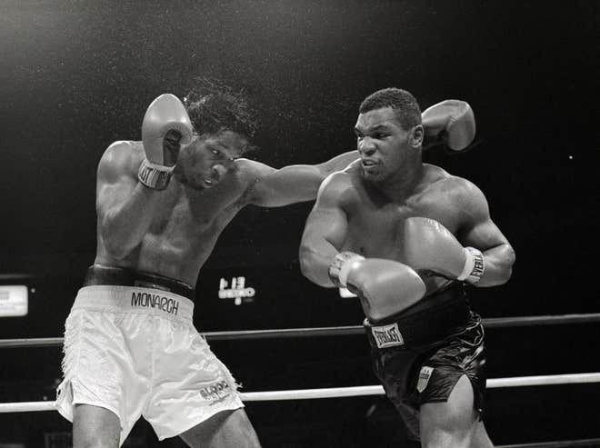 """""""Đánh lộn"""" với Mike Tyson trên đường phố, gã đàn ông nhập viện, khâu 5 mũi - Ảnh 1."""