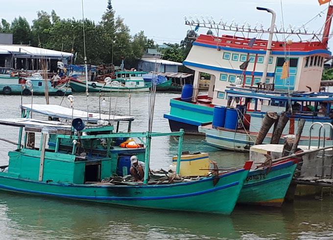 Cà Mau: Điều tra vụ một ngư phủ tử vong chưa rõ nguyên nhân trên biển - Ảnh 1.