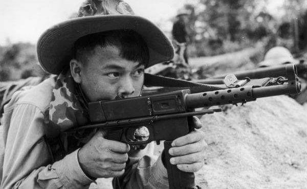 """""""Sát thần đánh Mỹ"""" được Việt Nam cải tiến từ tiểu liên của Pháp - Ảnh 10."""