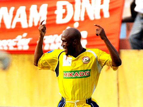 Cầu thủ Nigeria nhập tịch: Không ai tin người Việt Nam cũng đá bóng - Ảnh 1.