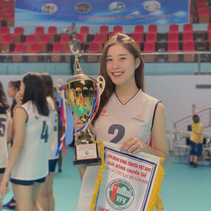 SỐC: Hot girl bóng chuyền Đặng Thu Huyền giải nghệ ở tuổi 19? - Ảnh 2.