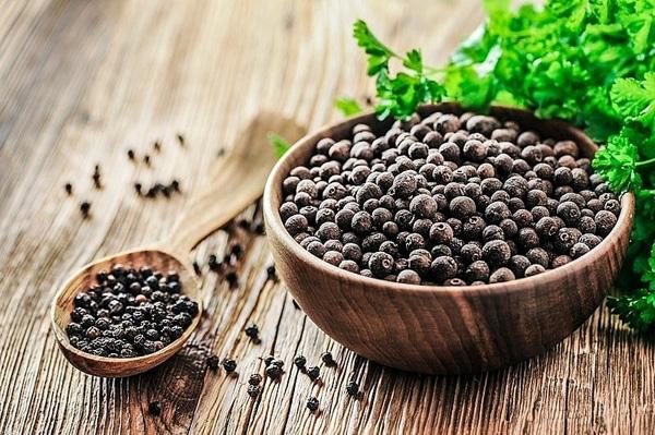 Giá nông sản hôm nay 7/3: Giá tiêu rời mốc 60.000 đồng/kg, cà phê ổn định - Ảnh 1.