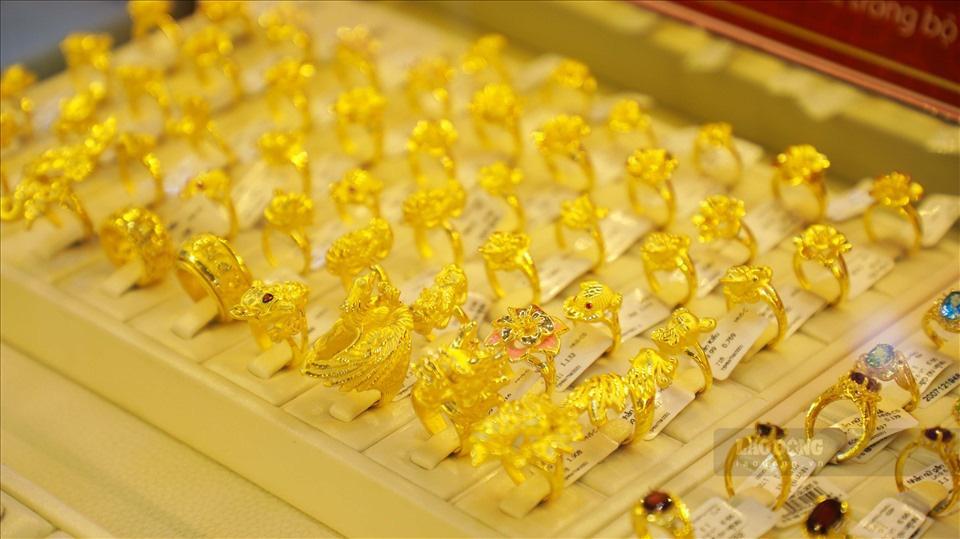 Giá vàng hôm nay 7/3: Kết thúc tuần, người mua vàng lỗ  1,15 triệu đồng/lượng - Ảnh 1.