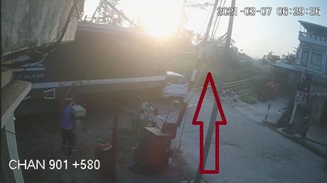 Quảng Ngãi:Khẩn cấp làm rõ nghi vấn nhân viên gác quên hạ Barie vụ tàu lửa tông ô tô - Ảnh 1.