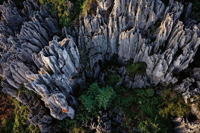 Lạc vào mê cung rừng đá 270 triệu năm tuổi - Ảnh 2.
