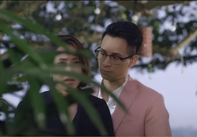 Hướng dương ngược nắng tập 6 phần 2: Châu nhìn thấy Kiên cưỡng hôn Minh - Ảnh 1.