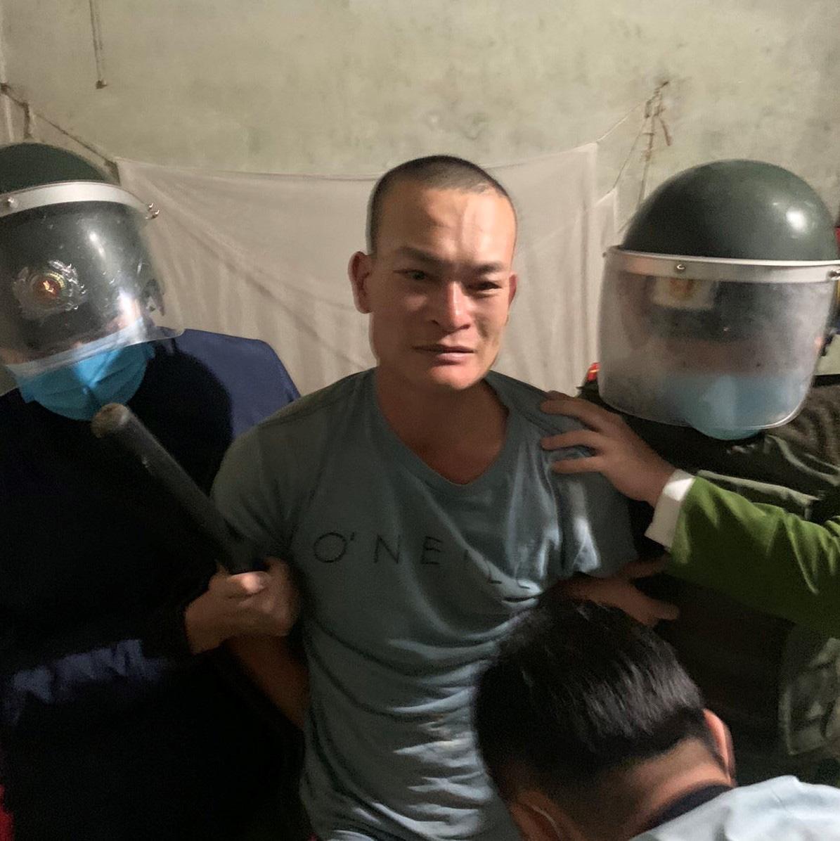 Quảng Ninh: Tạm giữ hình sự đối tượng uống rượu chém người, đốt xe ô tô - Ảnh 1.