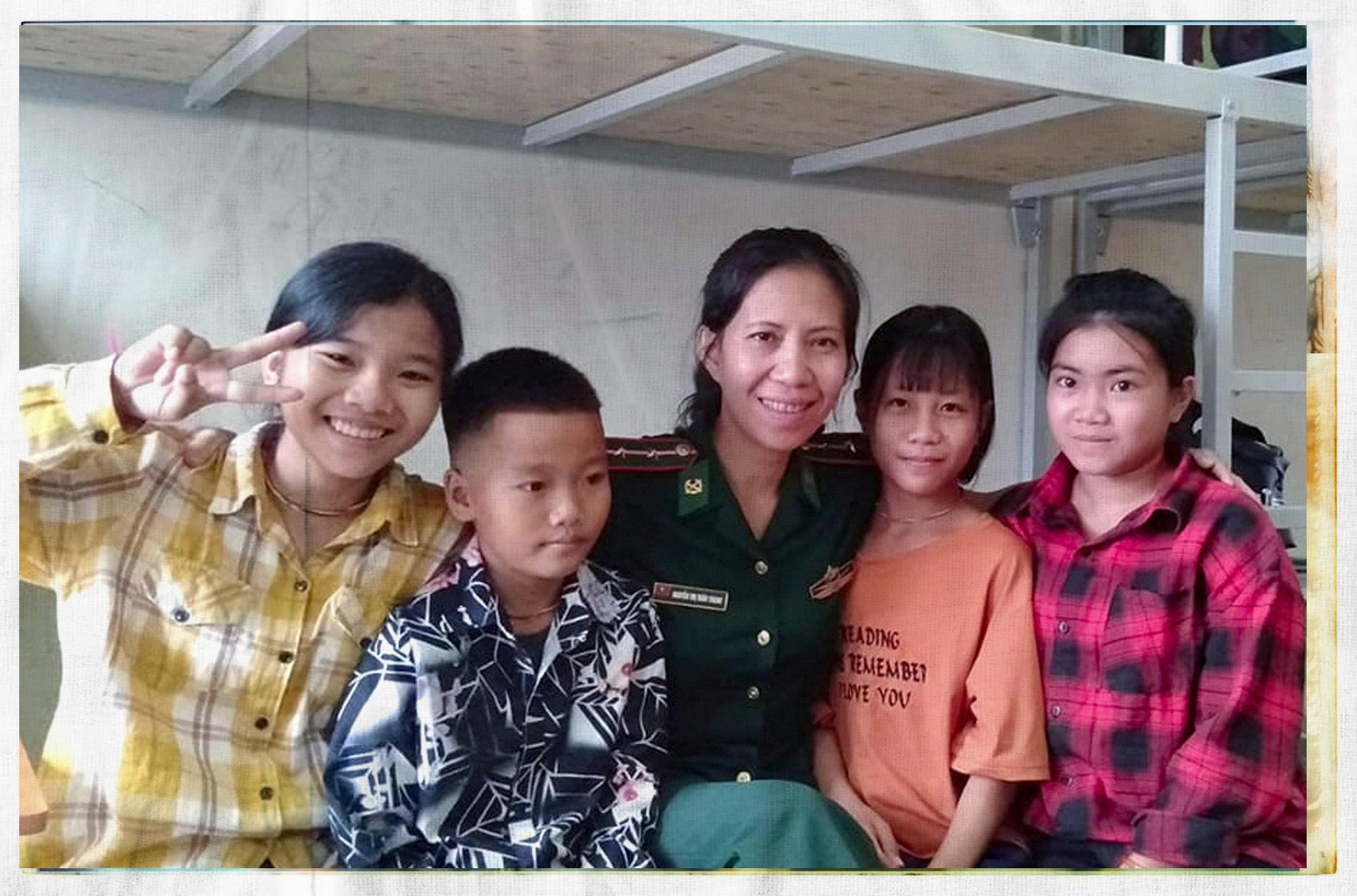 Người mẹ biên phòng của những đứa trẻ tộc người ngủ ngồi Đan Lai - Ảnh 8.