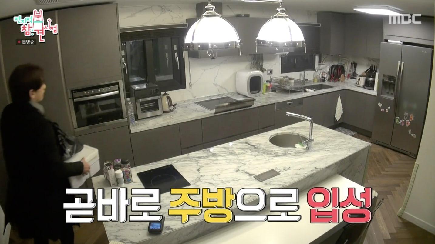 Bi Rain lần đầu hé lộ căn bếp siêu sang của biệt thự trăm tỷ, trổ tài nấu cho Kim Tae Hee đúng chuẩn nghiện vợ - Ảnh 2.
