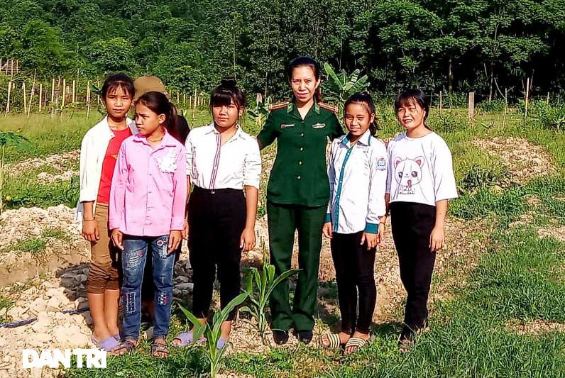Người mẹ biên phòng của những đứa trẻ tộc người ngủ ngồi Đan Lai - Ảnh 10.