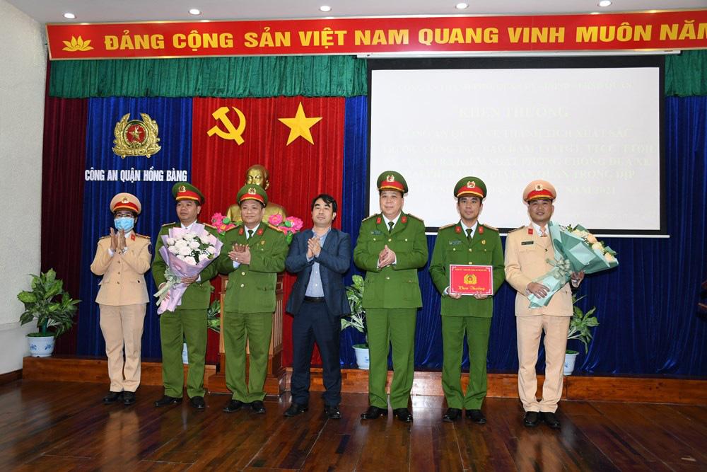 Hải Phòng: Khen thưởng Công an quận Hồng Bàng bắt giữ 20 thanh thiếu niên đua xe và đi xe bằng 1 bánh - Ảnh 2.